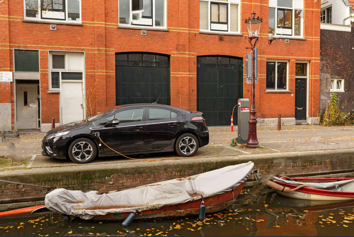 How to charge a boat battery with a car